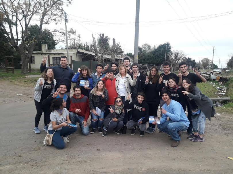 Florencia Saintout continúa sus diálogos con vecinos y crece la convicción de que en ella se encarna el kirchnerismo en La Plata