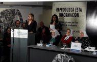 """""""Las cosas no se resuelven solo con diálogo, se necesita compromiso y lucha"""", dijo Saintout al recibir el pañuelo de las Madres"""