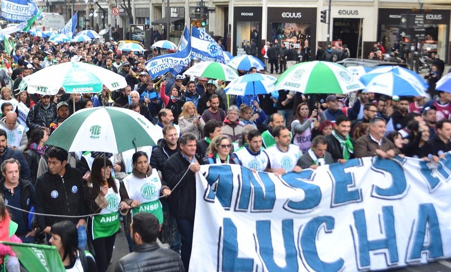 """Trabajadores de ANSES: """"No vamos a ser cómplices de este plan de exterminio de nuestros viejos"""""""