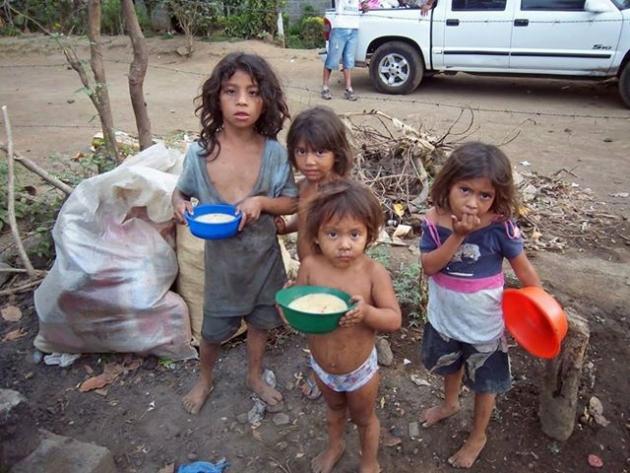 Las estadísticas de la infamia: la mitad de los niños argentinos son pobres y no satisfacen sus necesidades básicas
