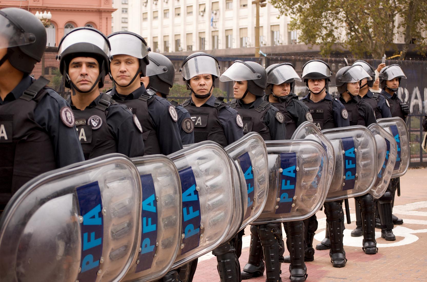 Las prioridades de Macri: recorta fondos a universidades y políticas de género para desviarlos a la represión policial