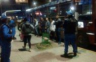 Como en los tiempos de Videla y Ramón Camps: razzias policiales en colectivos de madrugada en la provincia de Buenos Aires