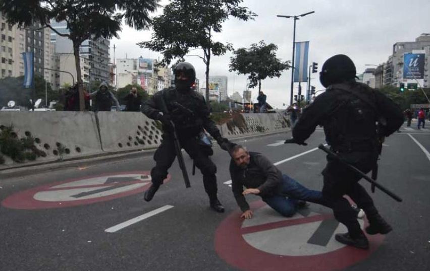 """Denuncian desaparición de detenidos y """"caza"""" de militantes por parte de la policía macrista de la Ciudad de Buenos Aires"""