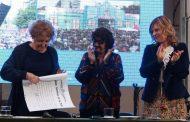 Imprescindible: en tiempos de desguace neoliberal de la educación, Florencia acompañó a Adriana Puiggrós en su Honoris Causa