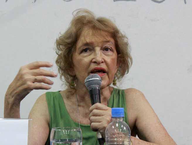 Macri pretende que las mineras y las agroquímicas dirijan las escuelas y Puigrós repudia que el mercado controle nuestra enseñanza