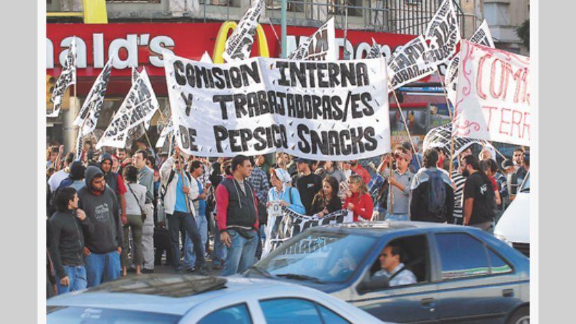 Para el martes, los trabajadores de PepsiCo esperan a una multitud en el Obelisco, en solidaridad contra los despidos