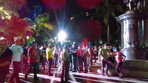 """Maduro celebró el resultado electoral: """"el pueblo unido jamás será vencido"""", dijo; mientras se conocía que votó el 41 por ciento del padrón; más de 8 millones de sufragios"""