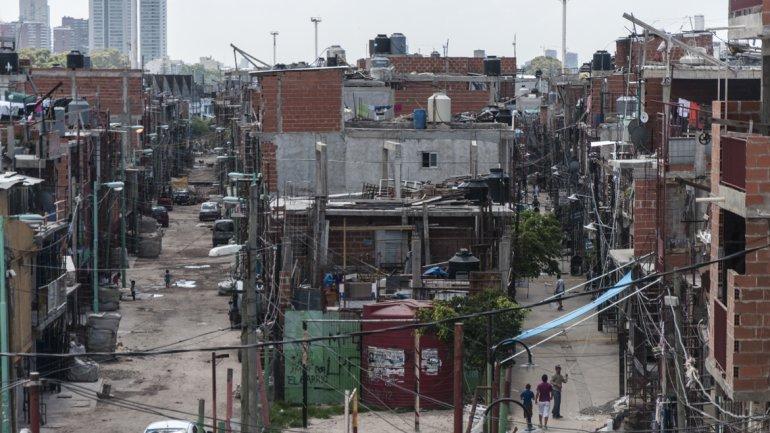 Así están las villas con Larreta: agua contaminada, enfermedades y, cuando llueve, mierda