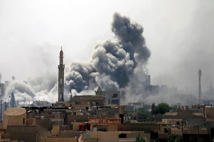 """¿Por qué ningún medio manda el urgente de """"otro ataque terrorista"""", si bombas de EE.UU mataron  a cientos de civiles en Siria?"""