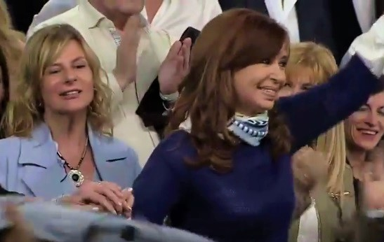 """""""Podemos ganar en octubre"""", exclamó Cristina junto a Florencia en La Plata"""