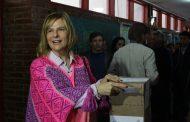 """""""Esto es un aprendizaje fundamental de la democracia"""", dijo Florencia cuando votó y se dispuso a esperar los resultados"""