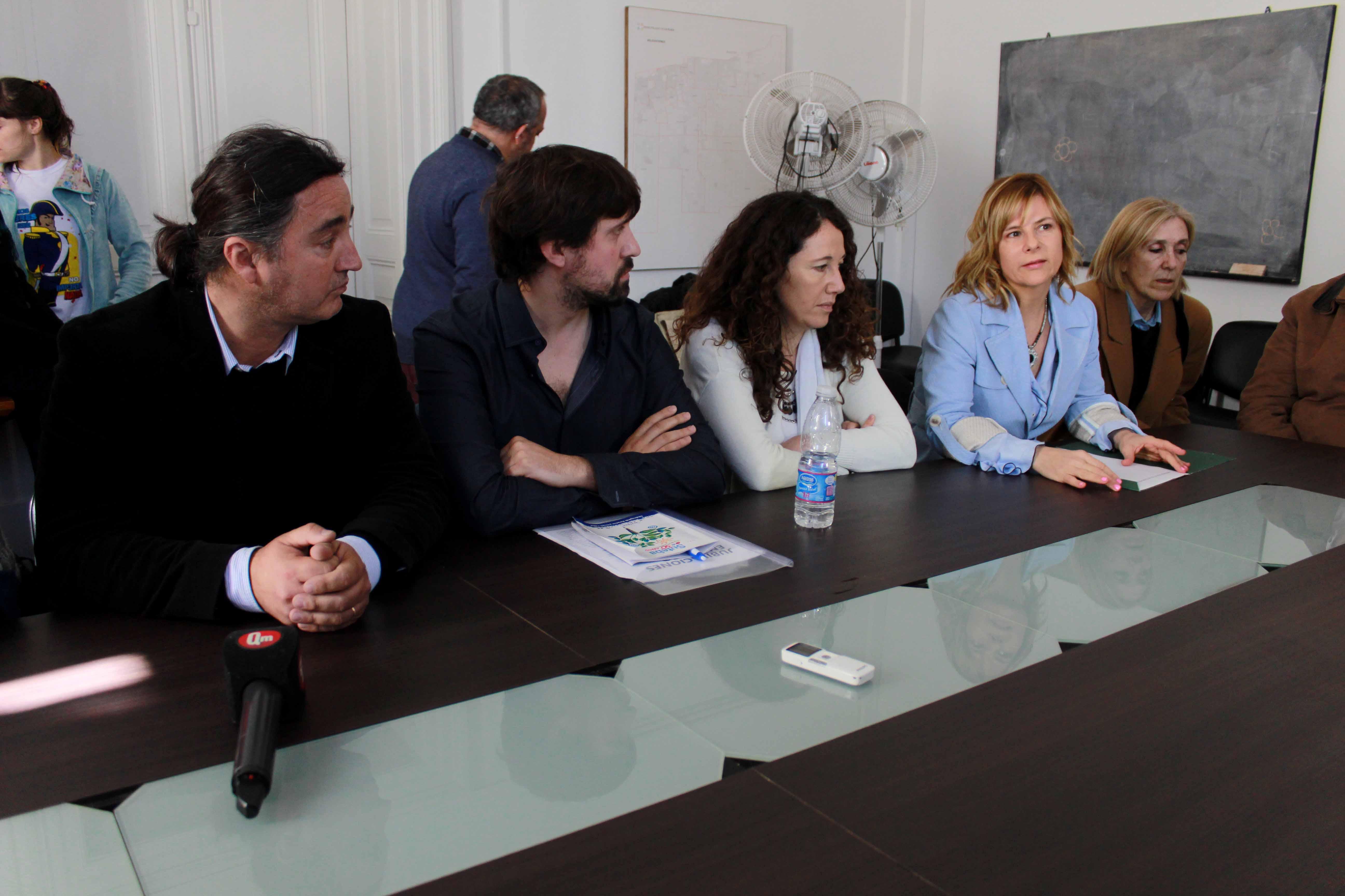 """""""Cada vez el Estado les pide más a los docentes y les da menos"""", dijo Florencia al acompañar a SUTEBA en su reclamo"""