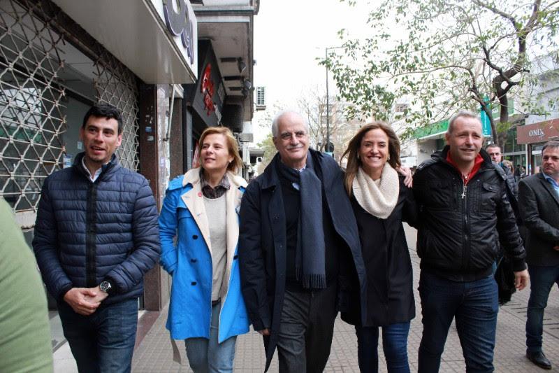Florencia recorrió el centro de la ciudad con Jorge Taiana y mantuvieron un encuentro con referentes de la cultura
