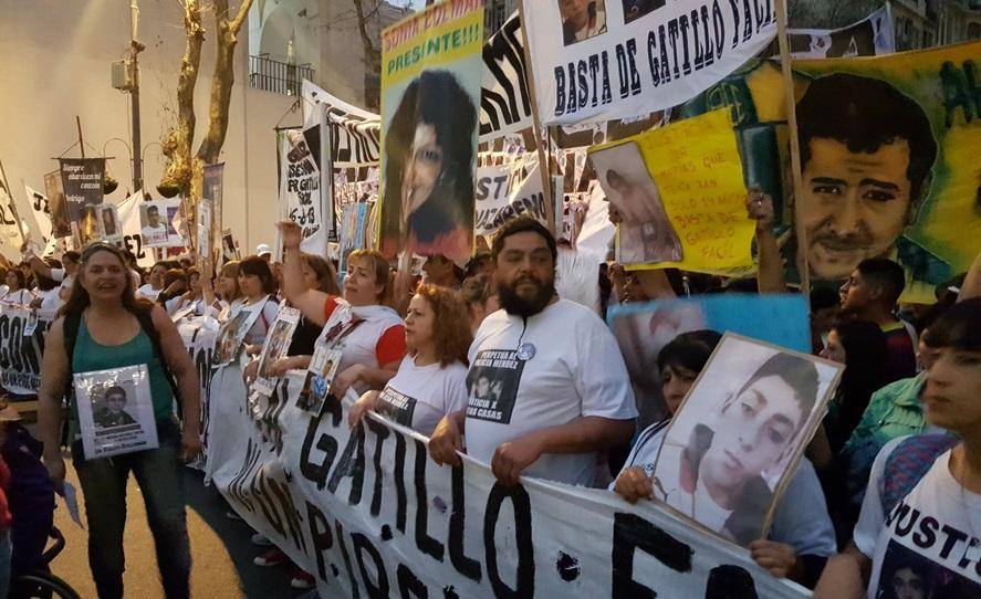 """Marcha nacional contra el gatillo fácil: """"Justicia para todos los pibes asesinados por la policía"""""""