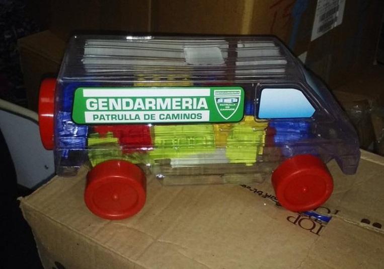 Juguetes PRO para el Día del Niño: en medio de la desaparición de Santiago Maldonado, Larreta reparte camioncitos de Gendarmería