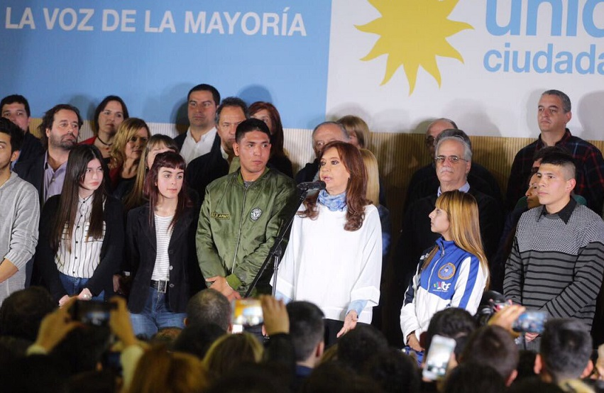 """""""Votemos todos y todas contra este modelo de ajuste tan terrible"""", pidió Florencia en el cierre de la campaña junto a Cristina"""