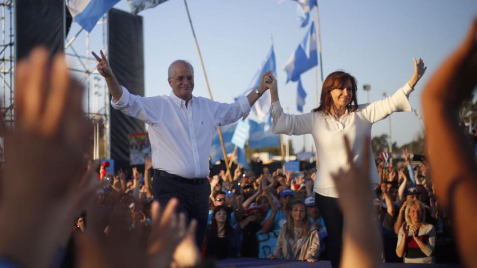 "Argentina vive ""una democracia precarizada"", dijo Cristina en Florencia Varela"