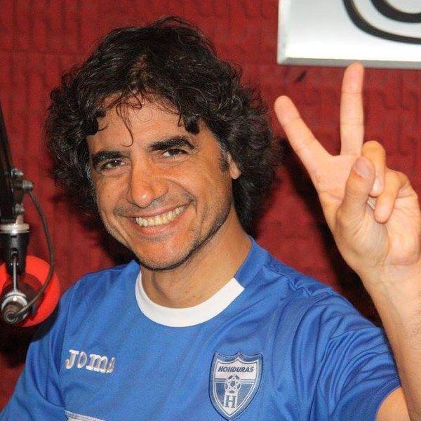 Peruca, blusero y periodista: así podría ser definido Ariel Magirena