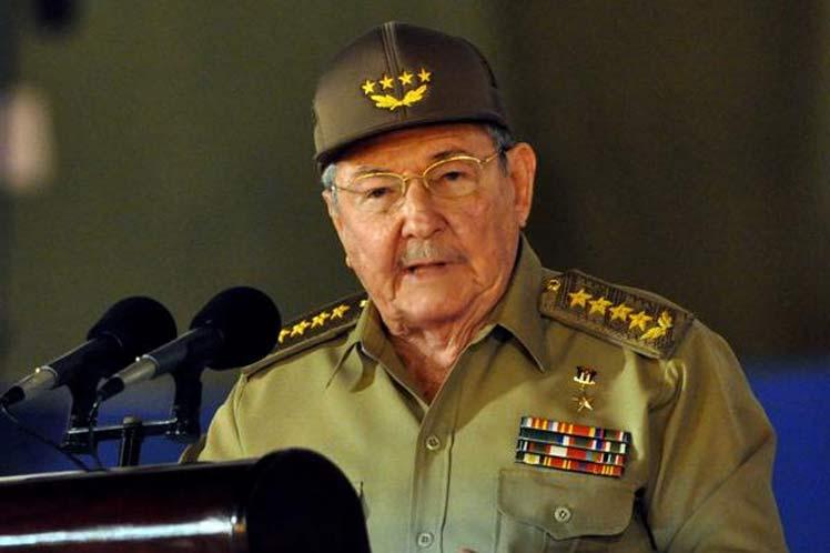 Raúl Castro aseguró que Cuba recuperará sus instalaciones turísticas dañadas por el Irma antes de la temporada alta