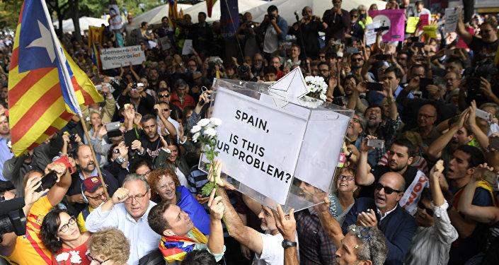 """¿No será que en Cataluña, y entre los independentistas, se esconden Londres y un """"Brexit"""" para el Mediterráneo?"""