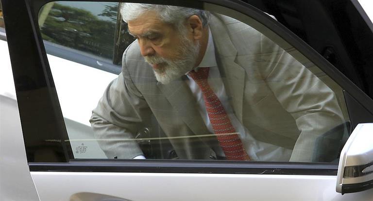 Una vez en condición de detenido, De Vido no declaró y era trasladado  al penal de Ezeiza