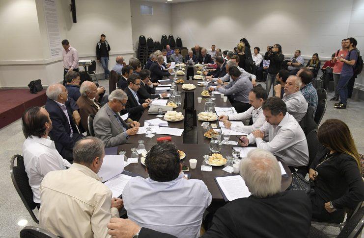 El mundo feliz de la Vidal: alerta por crisis sanitaria en 25 municipios de la provincia de Buenos Aires