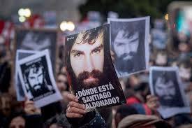 """""""Macri, ¿dónde está Santiago Maldonado?"""", preguntó Sergio, su hermano, ante una multitud de la Plaza"""