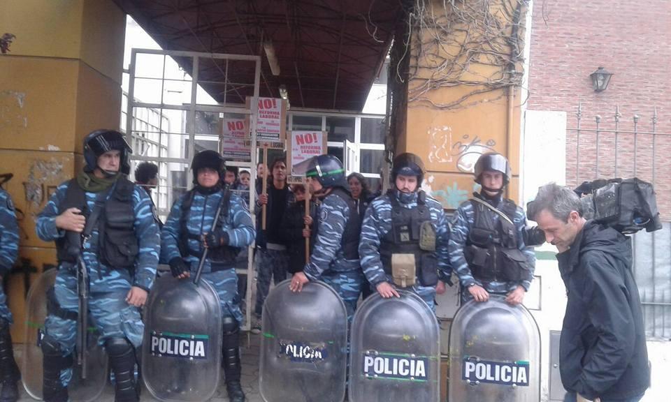 Ningún argentino democrático debería veranear en la Mar del Plata fascista de Arroyo, el maltratador de pobres e indigentes
