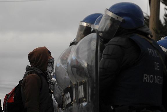 La muerte de Rafael Nahuel había sido preanunciada por un intimidante despliegue de fuerzas federales en Bariloche
