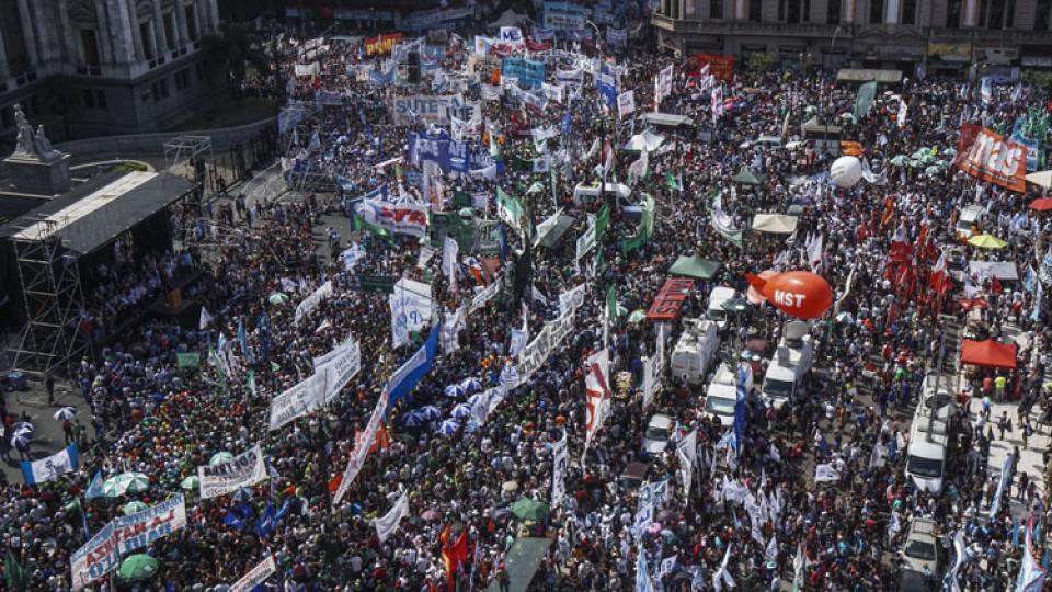 Miles de trabajadores se movilizaron en Congreso contra los proyectos laborales y previsionales de Macri