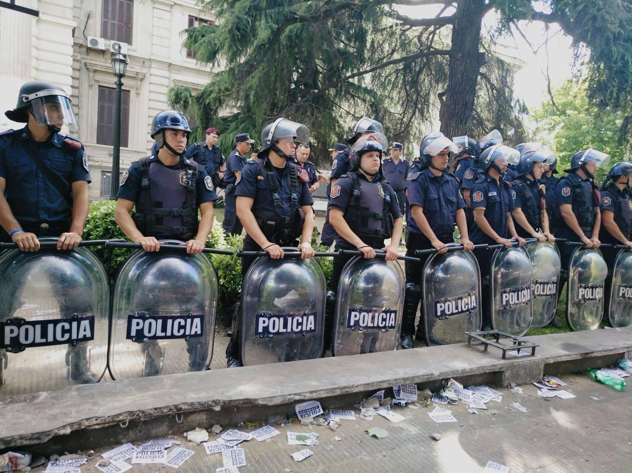 Represión en La Plata: Vidal también intentó aprobar leyes por la fuerza y fracasó