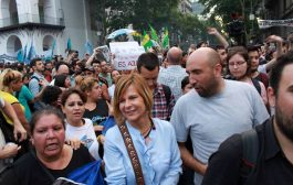 """""""Respondemos de forma pacífica y con memoria, ocupando las calles"""", dijo Florencia Saintout dese la Plaza"""