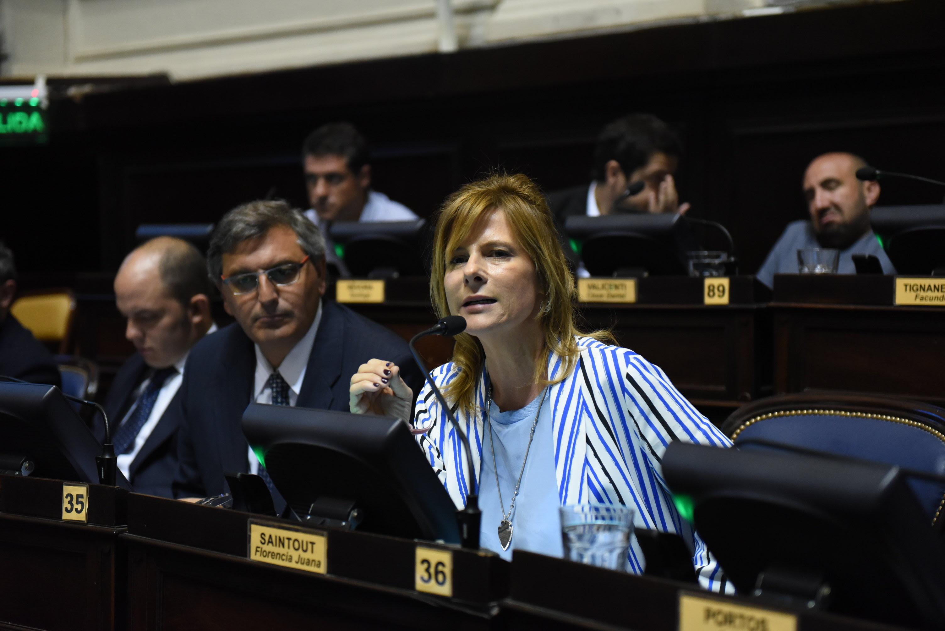 """""""Tenemos una gobernadora que no escucha lo que está pasando en la calle"""", dijo Florencia Saintout"""