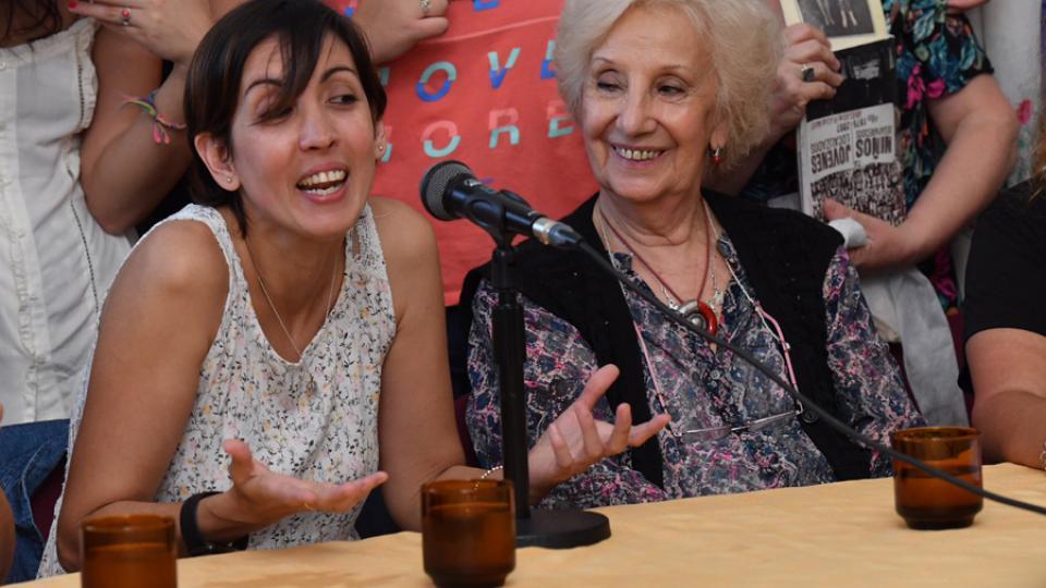"""""""No pudieron: el amor le ganó al odio"""", dijo la nieta 126, recuperada por Abuelas"""