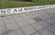 En Villa Gesell reprimen y detienen a opositores que se manifestaron contra las reformas previsional y laboral