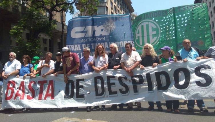 Miles de estatales se movilizaron para exigir la reincorporación de todos los despedidos