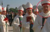 El papa Francisco no logró superar sus ambigüedades en torno a un tema central: el de los curas pedófilos