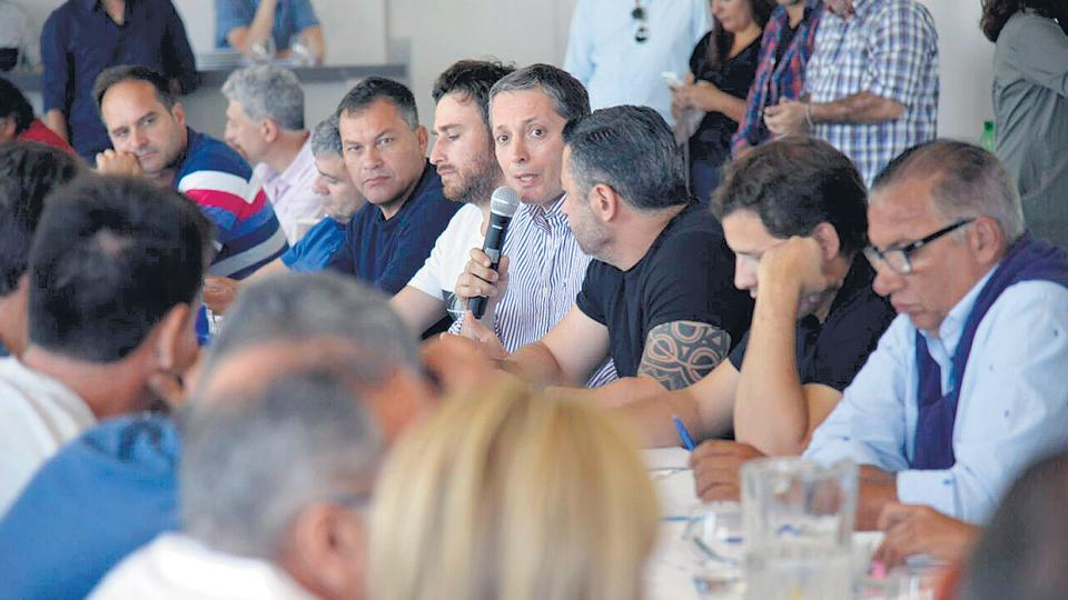 El PJ bonaerense hizo suyos algunos planteos de Unidad Ciudadana y junto a Baradel salió a enfrentar a Vidal