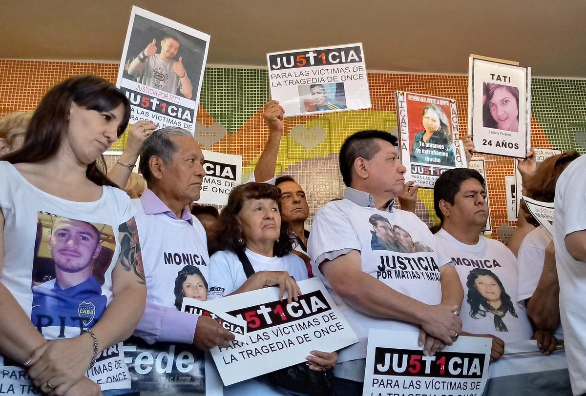"""A seis años de la tragedia de Once, exigieron que todos los responsables """"cumplan su pena en la cárcel"""""""