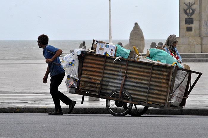 """Se termina el fin de semana largo y """"La Feliz"""" las pelotas: en Mar del Plata los desocupados salen a las calles"""