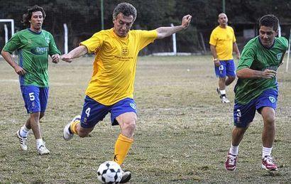 ¿Será su propia pasión por el fútbol turbio y los negocios sucios lo que termine por complicar a Mauricio Macri?