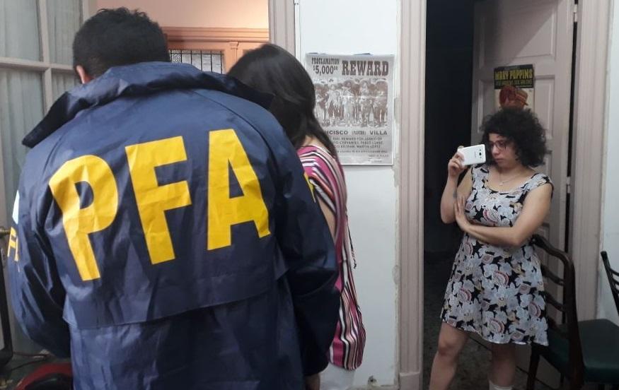 ¿Y la democracia dónde está? La policía irrumpió en una radio para secuestrar audio de Zaffaroni
