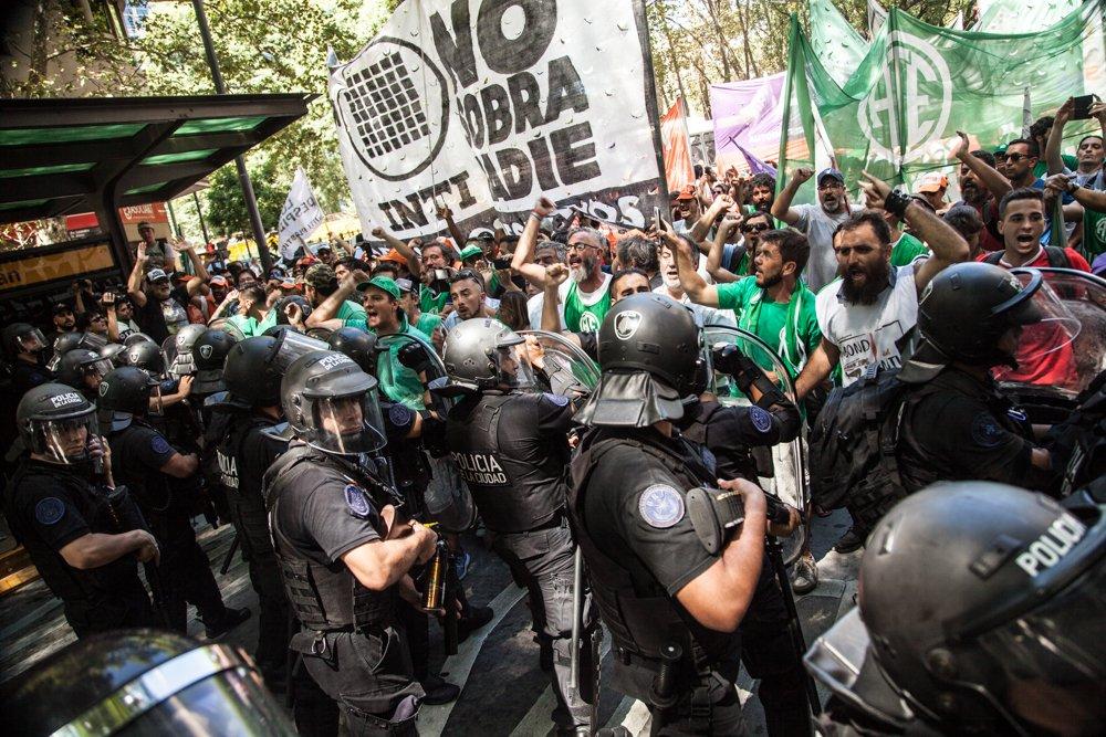Trabajadores del Inti, el Hospital Posadas y Anses se manifestaron en contra de los despidos impulsados por Macri