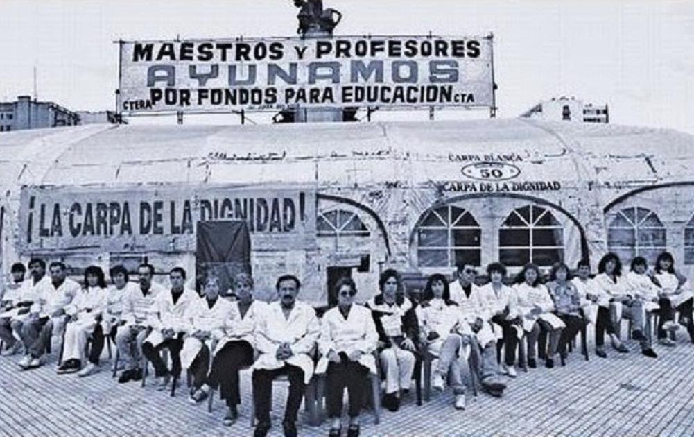 Para que Vidal lo vea por la ventana: docentes y estatales despliegan la carpa blanca frente a la sede del gobierno