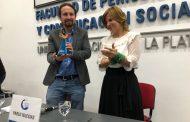 """En un """"contexto de lucha contra la derecha"""", Saintout entregó el premio Rodolfo Walsh a Pablo Iglesias Turrión"""
