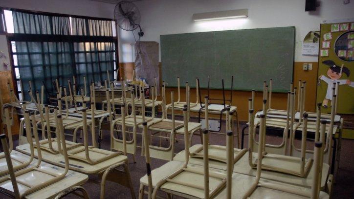 En 17 de los 24 distritos no empezaron las clases, el paro arrojó un 85 por ciento de adhesión y Vidal amenaza con mas ajuste
