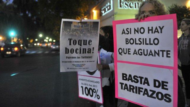 En estas Pascuas a los argentinos nos crucificaron con el bondi, el gas y las tarifas de tantos otros servicios