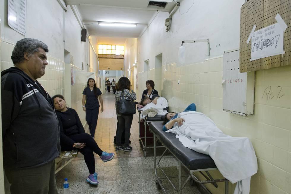 El 40 % de los bonaerenses carecen de obra social y en los hospitales públicos esperan más de dos meses para ser atendidos