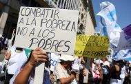 """Paros docentes y se multiplican las protestas sindicales pero se insiste con la pobreza """"índice Cambiemos"""""""