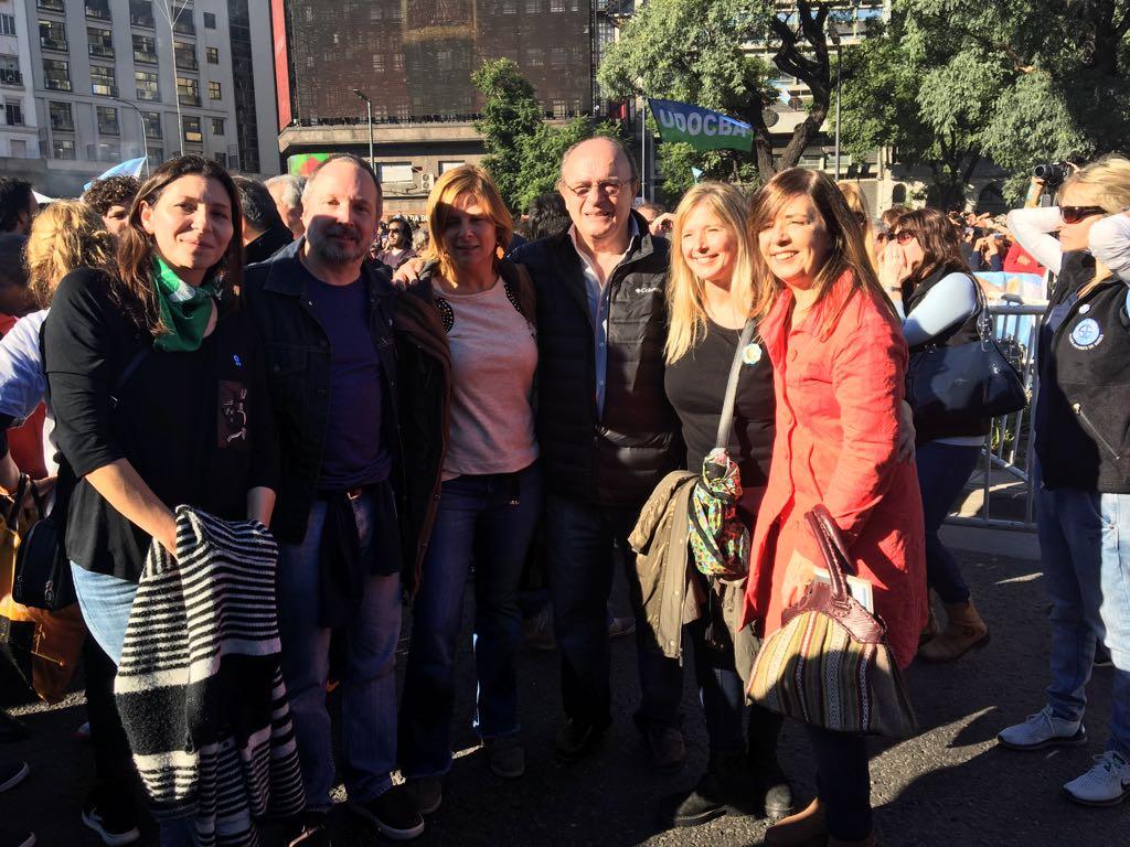 """Florencia Saintout en el Obelisco desde donde los organizadores del acto contra el FMI se comprometieron a lograr """"la unidad"""""""
